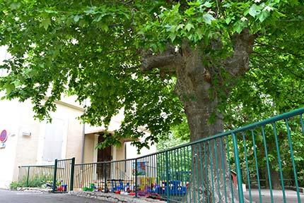"""La cour de la crèche """"Le jardin des Capucines"""""""
